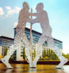 Molescule Men Skulptur in Berlin